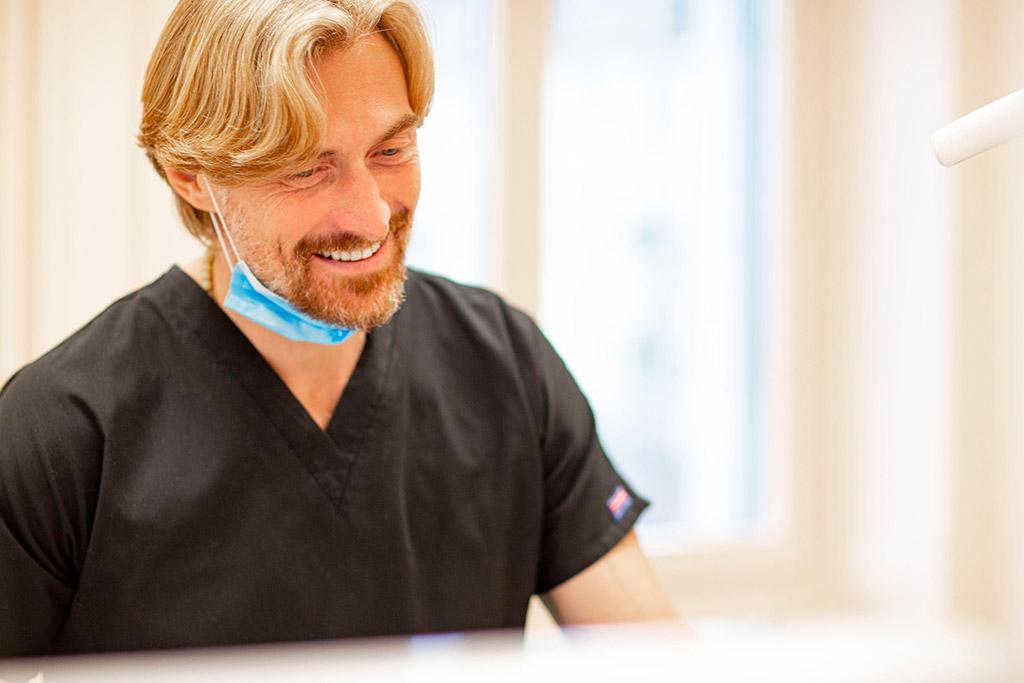 L'un des dentistes du cabinet, le dr Bruno Gauthier